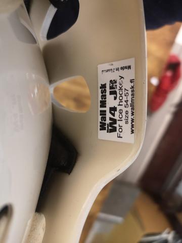 maalivahdin maski, kaulasuojalla Wall W4 Jr. valkoinen