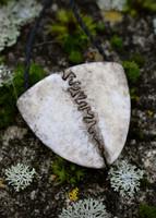Sutura - Halssmycke av rådjurs skallben