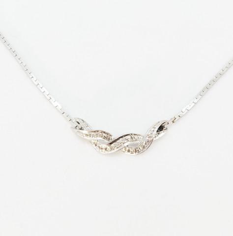 Valkokultainen timanttikaulakoru 14K