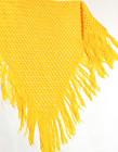 Keltainen käsin neulottu iso verkkohuivi