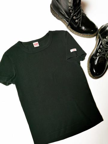 90-luvun musta Levi`s T-paita, XS-S