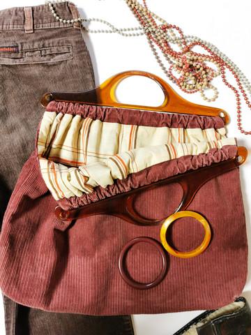 60-70-luvun punaruskea vakosamettikassi