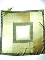 Art of the Scarf, Satiinin kiiltoinen iso vihreä vintage huivi