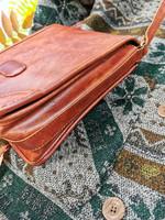 Ruskea kulmikas laukku, 2000-luvun alku