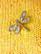 Pieni 90-luvun sudenkorento rintaneula