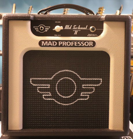 Mad Professor Old School 11+CASE (käytetty)