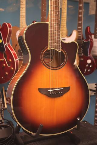 Yamaha APX700II BS+case (käytetty)