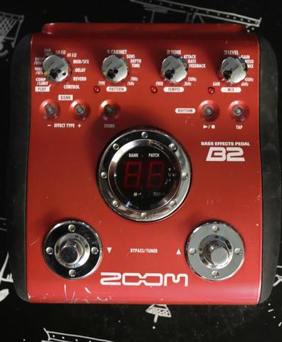 Zoom B2 multiefekti bassolle (käytetty)