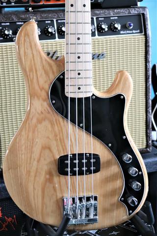 Fender Deluxe Dimension Bass (käytetty)