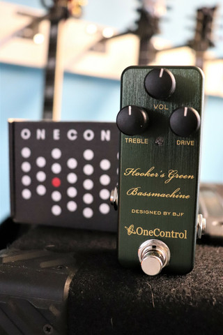 One Control Hooker's Green Bass Machine (käytetty)