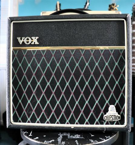 VOX V9159 Cambridge 15 (käytetty)