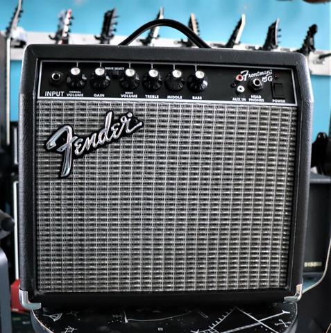 Fender Frontman 15G kitaravahvistin (käytetty)