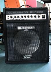 Behringer Ultrabass BX1200 bassocombo (käytetty)