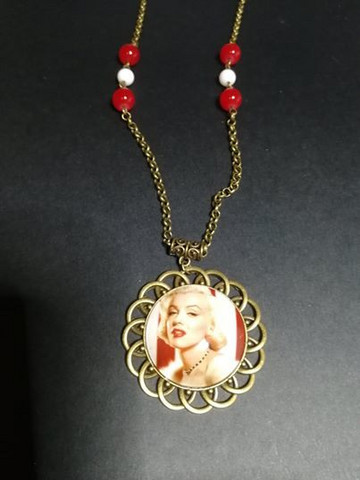 Red and white Marilyn necklace