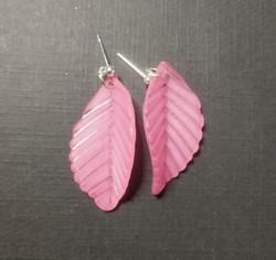 Vaaleanpunaiset lehtikorvakorut