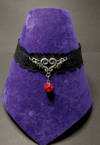 Lace necklace with heart and rose