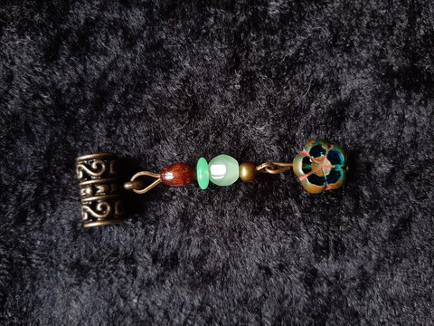Lock jewelry blue flower with green beads