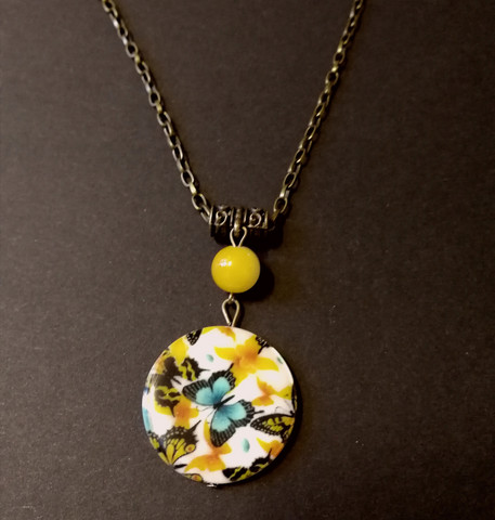 Butterfly necklace with flowers