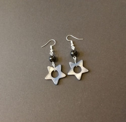 Star-shaped clam shell earrings