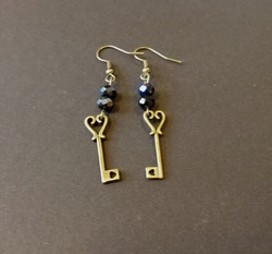 Small key earrings with hearts