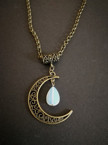 Necklace bronze crescent moon and moonstone