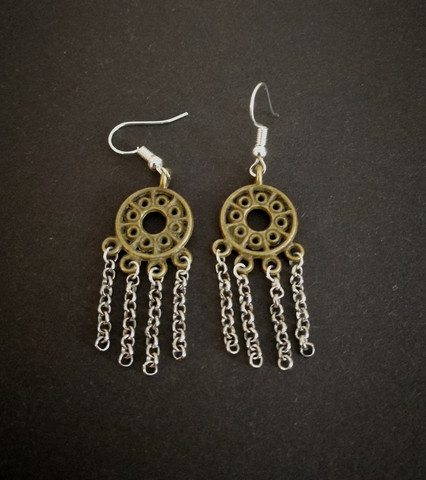 Round viking earrings with silver colored chains