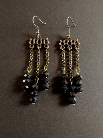 Hanging earrings with black beads