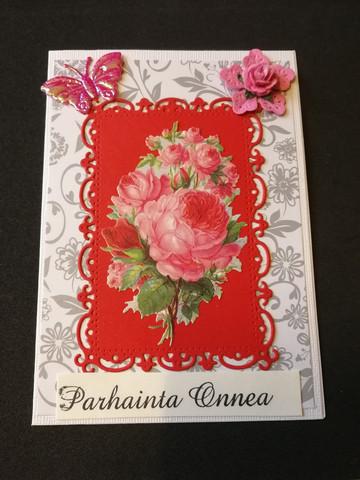 Kortti pinkki ruusu ja perhonen