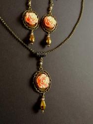 Jewelry set vintage roses