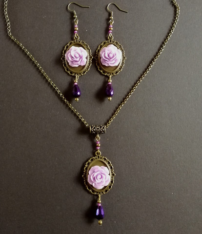 Jewelry set violet roses