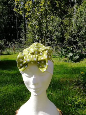 Green bow hat with bow with white dots