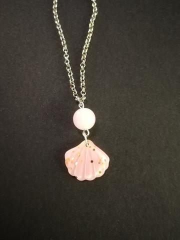 Vaaleanpunainen hile simpukka kaulakoru