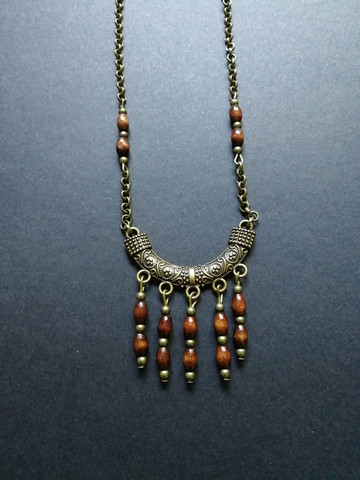 Bronze colores neclace with wood beads