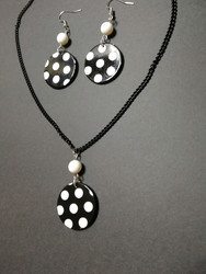 Black round set with dots