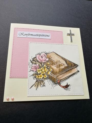 Vaaleanpunaisen sävyinen konfirmaatiokortti Holy bible