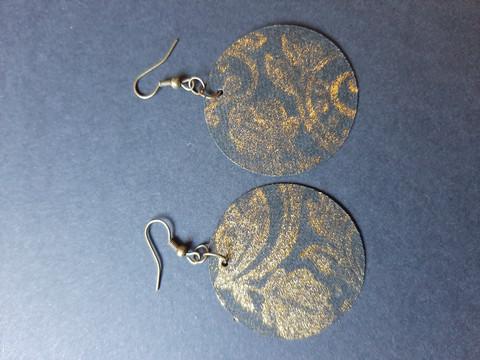 Black round metallic couloured earrings 3