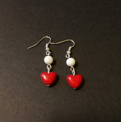 Pin-up heart earring