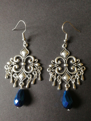 Hanging earrings with drops