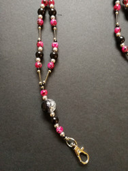Key chain with black and fuchsia beads