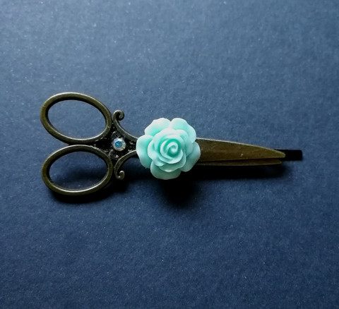 Scissors hairgrip with rose