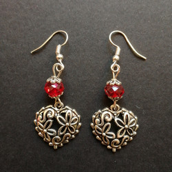 Flower patterned heart earrings