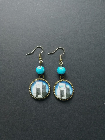 Castle earrings with blue beads