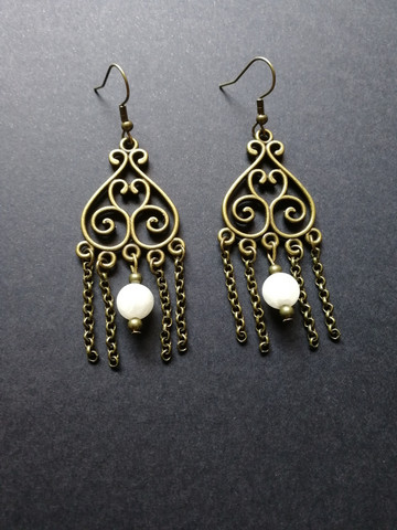 Hanging earrings with white stone beads