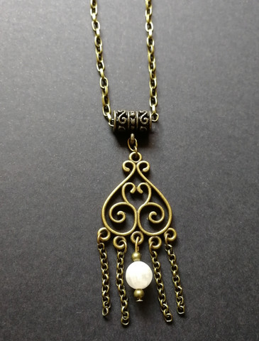 Hanging necklace with white stone beads