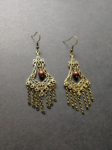 Chain earrings with brown beads