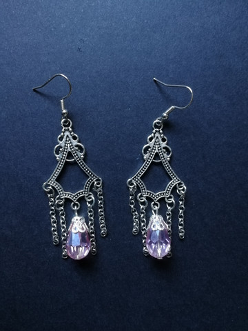 Hanging earrings with pink drop