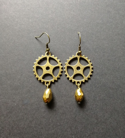 Gear Earrings with gold Droplets