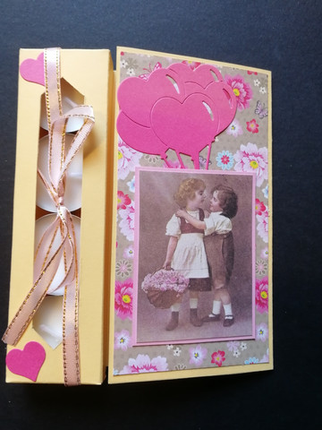 Chidren and balloons candle card