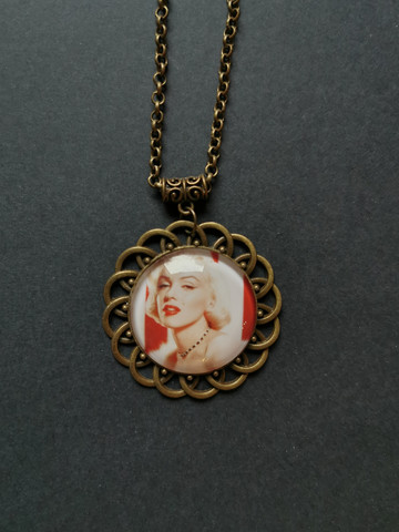 Marilyn necklace