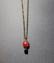 Kuumailmapallo kaulakoru punainen